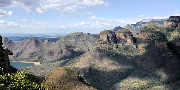 point de vue sur les 3 rondavels dans blyde river canyon en Afrique du sud