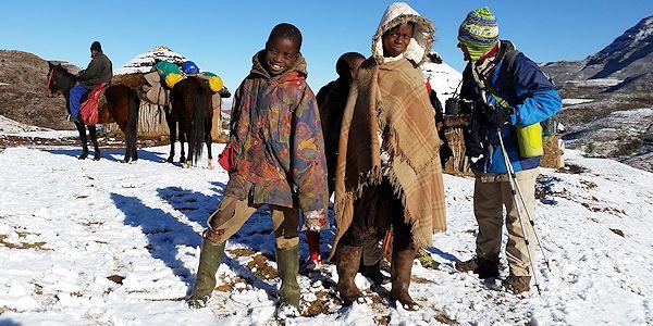 Trek au Lesotho dans montagnes enneigées