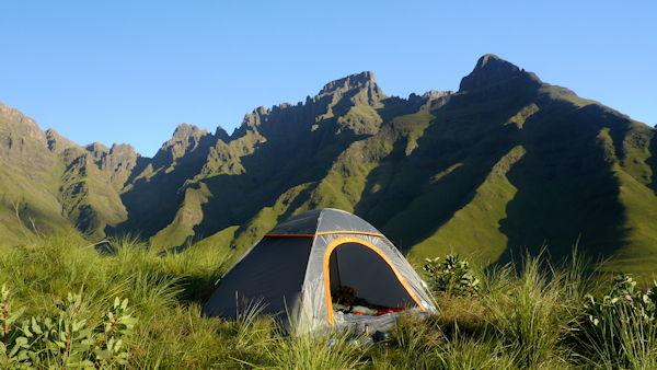 bivouac au desus de Neptine Pools en contre bas de Mlambonja Pass - Drakensberg